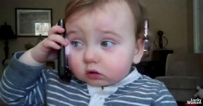 Начальник позвонив додому своєму працівнику, який не вийшов на роботу, але трубку взяла дитина ….