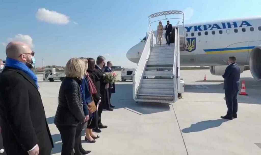 Зеленський зійшов з літака – історичний момент! Надважлива зустріч – у ці хвилини!