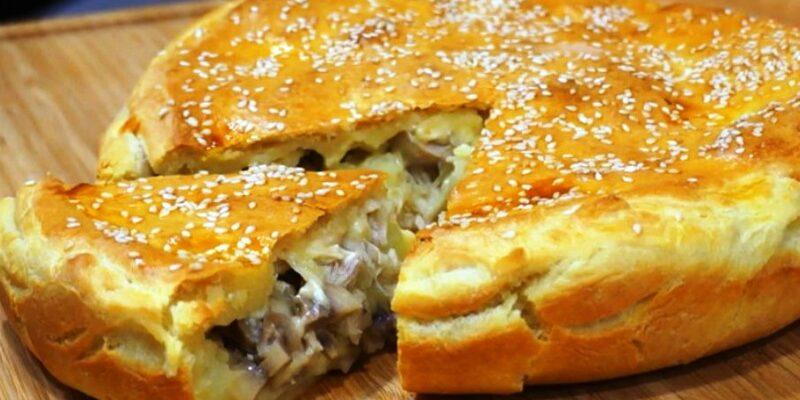Ситний і апетитний пиріг з смачною начинкою! Дуже смачний пиріг з дуже смачною начинкою з курячого м'яса і грибів!