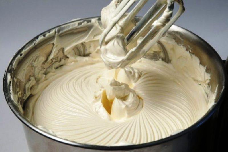 Вершковий крем «П'ятихвилинка» з найпростіших інгредієнтів. Відмінно тримає форму!
