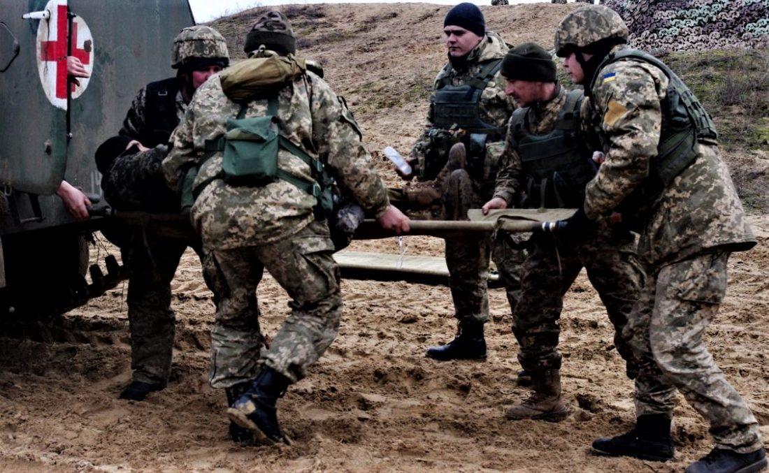 Найманці РФ обнулили перемир'я: медики до останнього рятують пораненого бійця ВСУ
