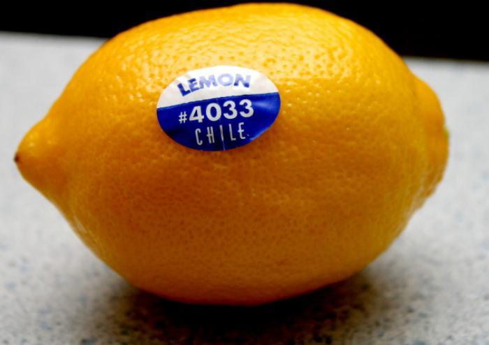 Наклейки на фрукти не торгові мітки для вантажників. На них важлива інформація для покупців! Запам'ятовуйте і користуйтеся